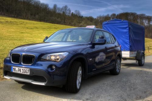BMW mit Anhänger
